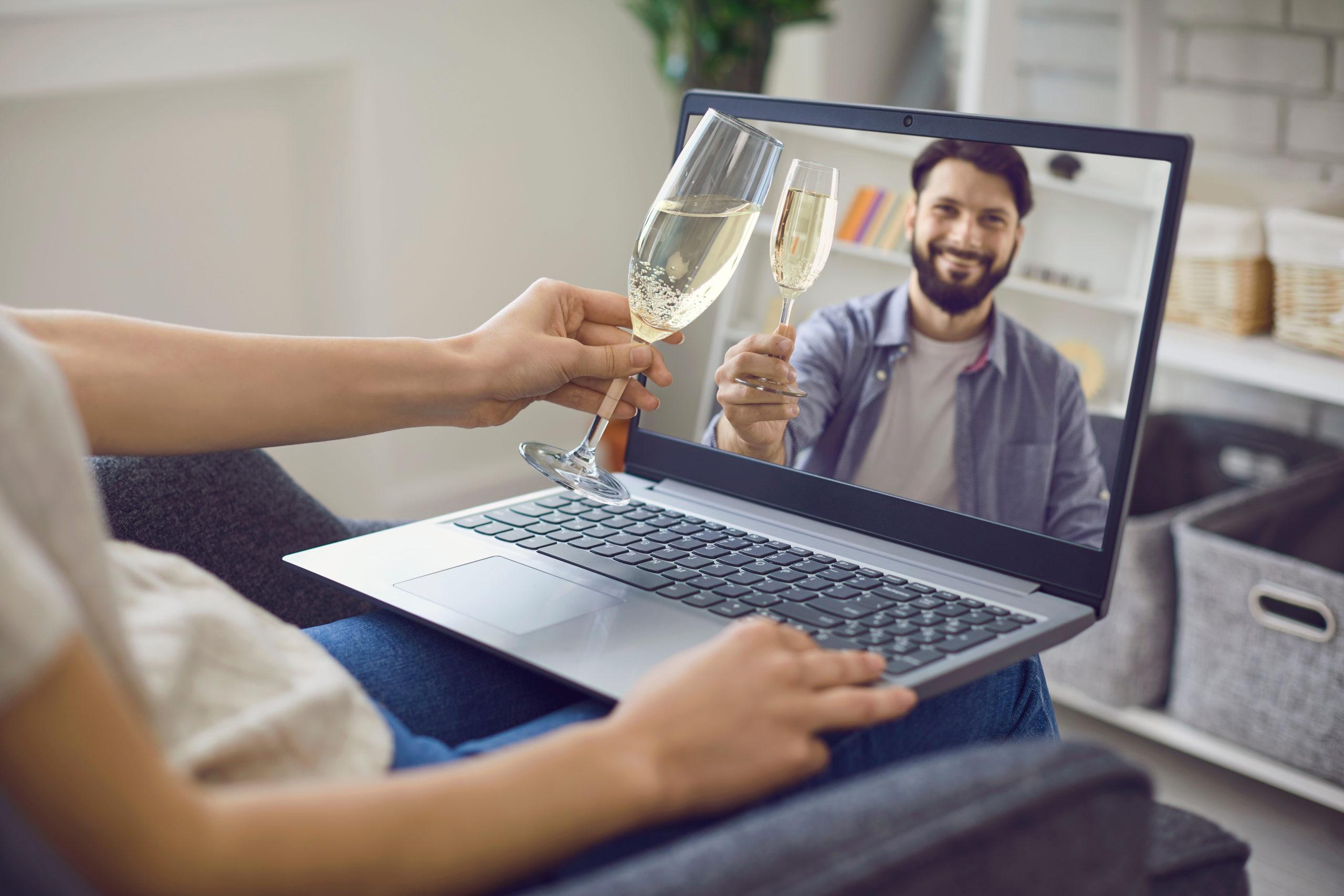 福岡結婚相談所ひまわりブーケのオンラインデートは映画がオススメの画像